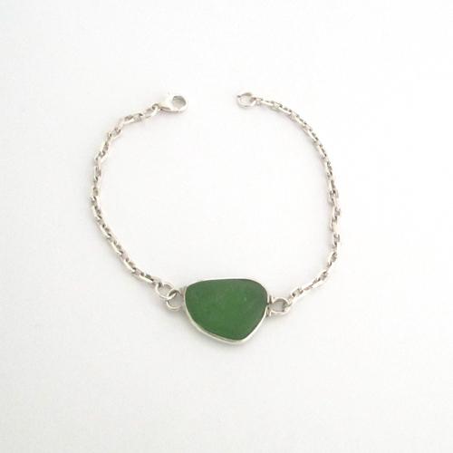 kelly green sea glass bracelet 1
