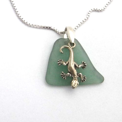 green sea glass necklace with geicko 1